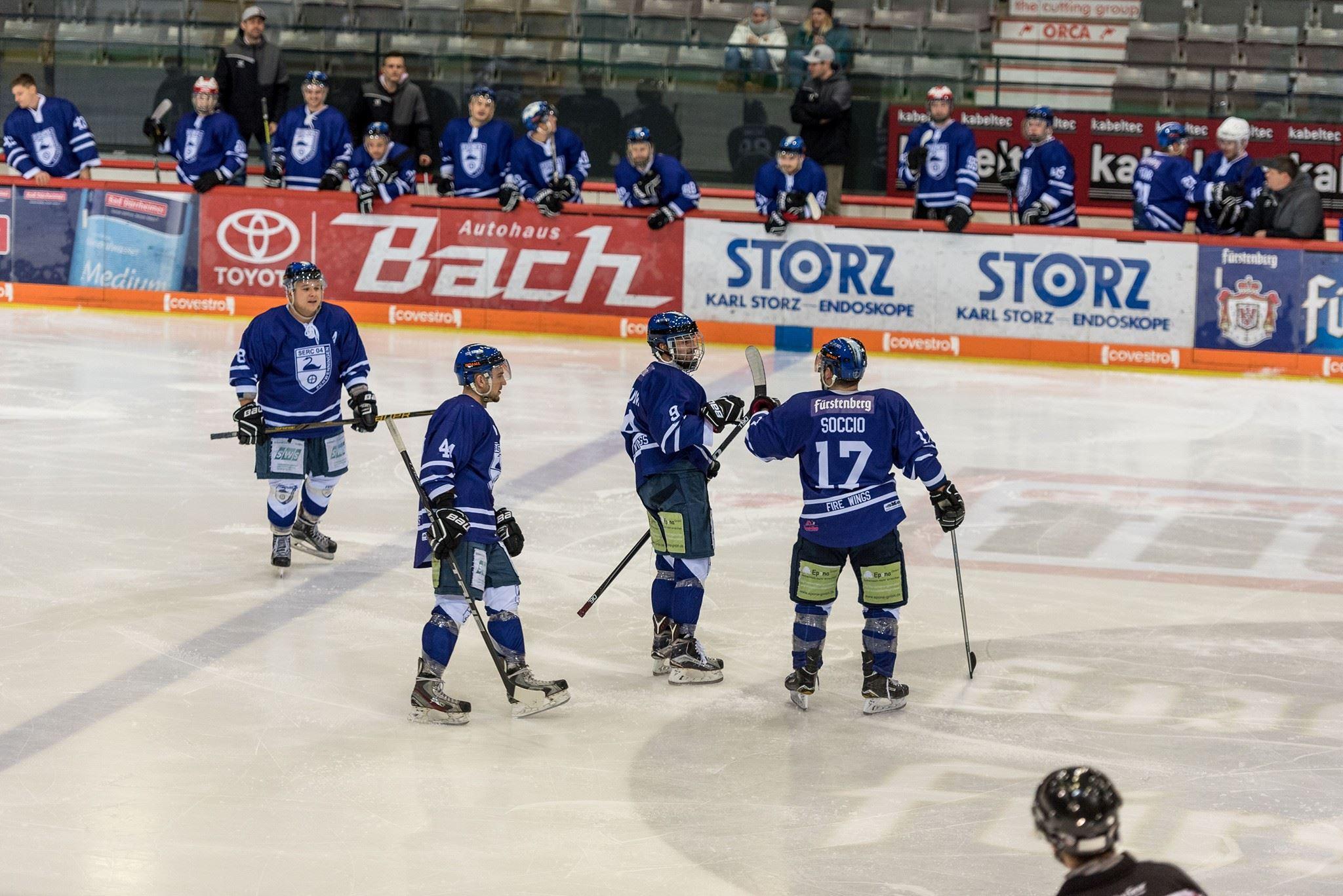 Die Schwenninger Fire Wings wollen am kommenden Wochenende gegen Mannheim nochmals einen Sieg bejubeln wie hier Dennis Böhm, Stefan Schäfer, Dominik Deuring und Mike Socce Soccio.